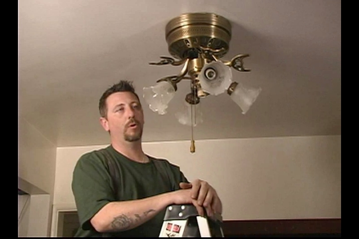Video: How To Disassemble Your Old Ceiling Fan | EHow