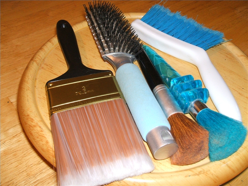 How to Clean Lint Out of a Hairbrush | LEAFtv