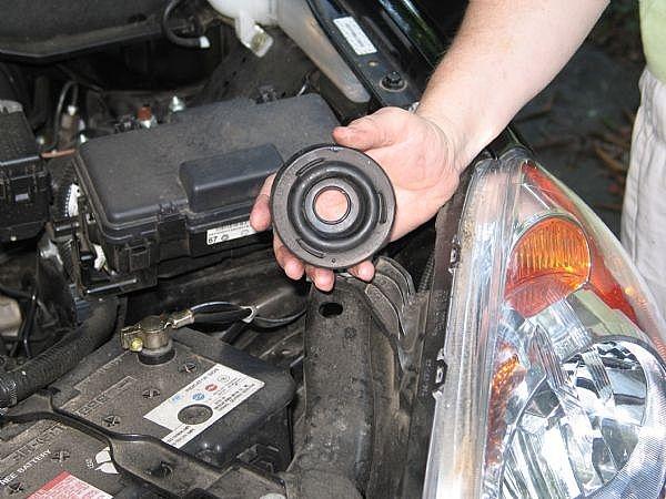 How To Change The Headlight Bulb In A 2005 2006 Honda Crv