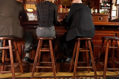 Most comfortable bar stools homesteady for Most comfortable bar stools