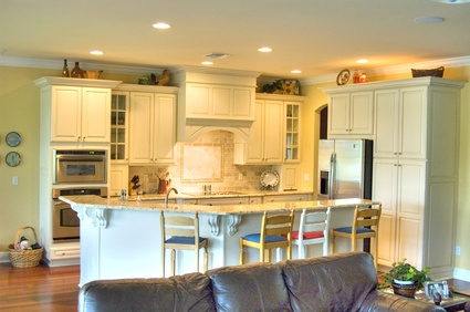 How to paint prefinished cabinets homesteady for Prefinished kitchen cabinets