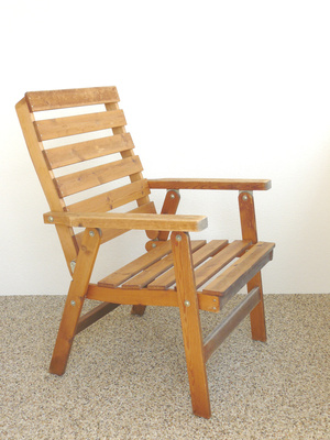 how to build a simple wooden chair homesteady. Black Bedroom Furniture Sets. Home Design Ideas