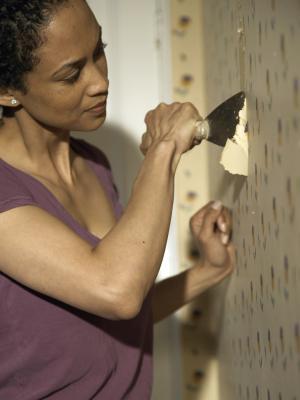 Removing Wallpaper from Unprimed Sheetrock   HomeSteady