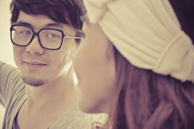 How to Make a Guy Stop Flirting With Your Girlfriend