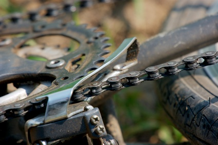 How to Adjust the Handlebars on a Schwinn Hybrid Bicycle